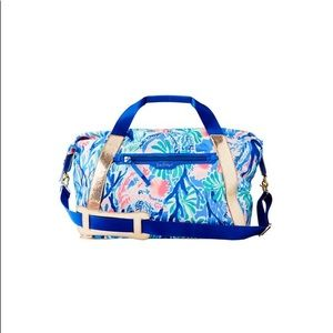 Lilly Pulitzer sunseeker travel tote jet stream